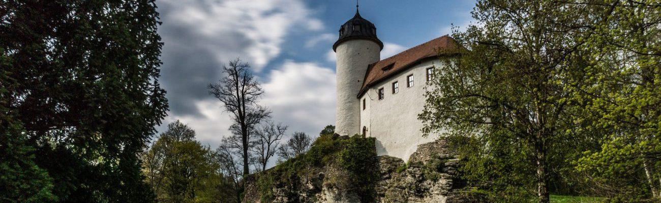 castle-1463382_1920-min